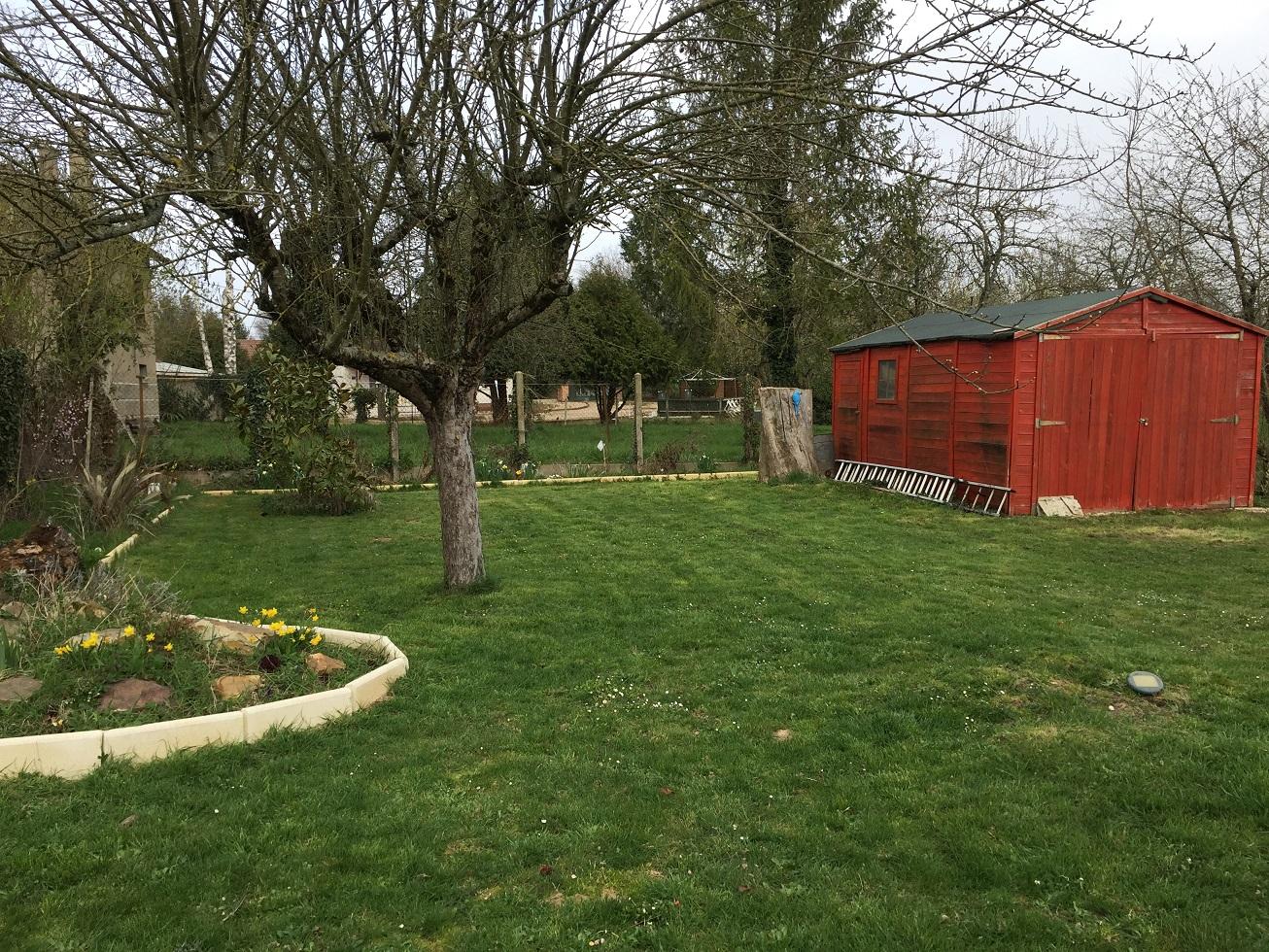 Maison de campagne de 100 m2 grange et jardin domus for Decoration jardin 100 m2