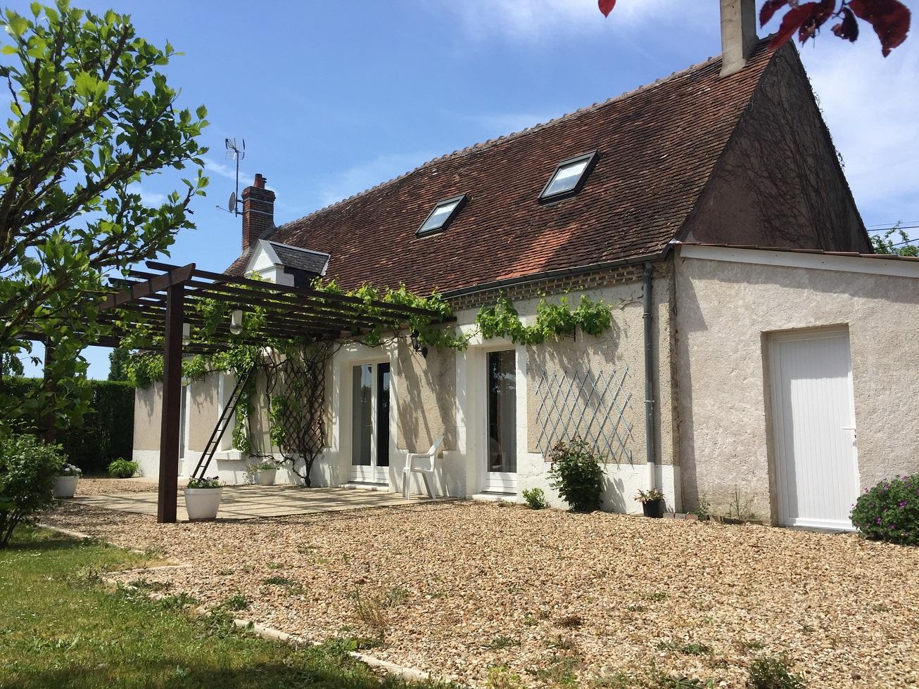 Maison berrichonne rénovée, garage, joli jardin arboré